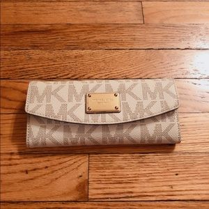 Michael Kors Jet Set Open Wallet